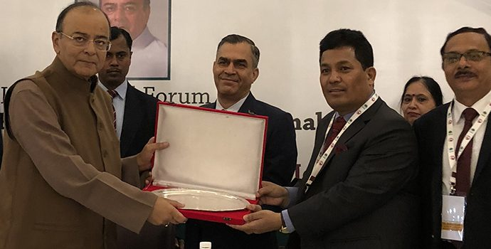 Mr. Arun Jaitley, Honorable Finance Minister, Government of India receiving the plaque from Mr. Shiba Raj Shrestha, Deputy Governor and APRACA Chairman.