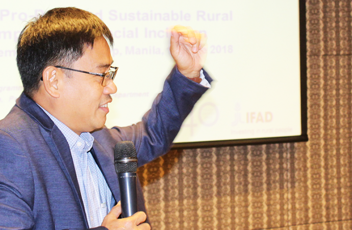 Mr. Jerry Pacturan, CPO, IFAD, Philippines Speaking on Rural finance best practices in the Philippines during the national dissemination forum in Manila.