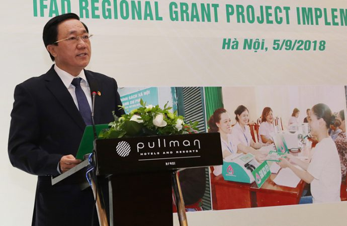 Dr. Duong Quyet Thang, General Director, Vietnam Bank for Social Policies conveying the welcome remarks during the dissemination workshop organized jointly by VBSP and APRACA held in Hanoi on 5 September 2018